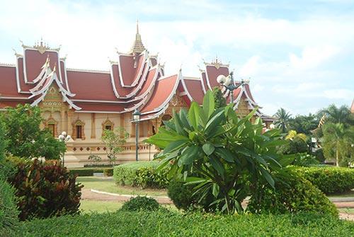 điều kiện thành lập công ty tnhh - Một điểm tham quan tại Lào