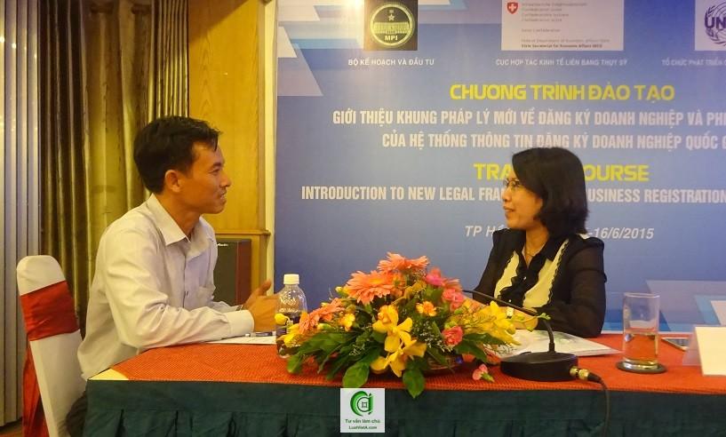 đăng ký doanh nghiệp 02 - Trần Thị Ngọc Minh (phải) - Cục trưởng Cục Quản lý Đăng ký Kinh doanh